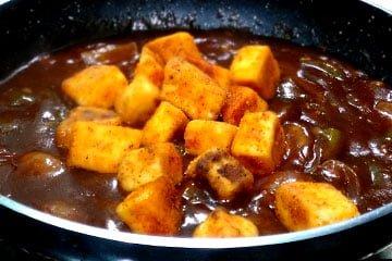 add fried paneer in chilli gravy