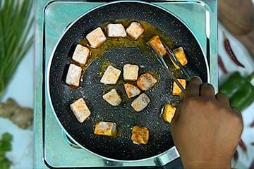 flip every paneer for fry both side
