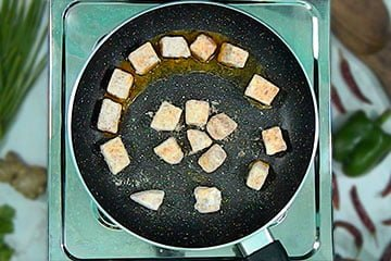 add marinated paneer in pan for fry