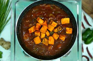 add fried paneer in chilli paneer gravy