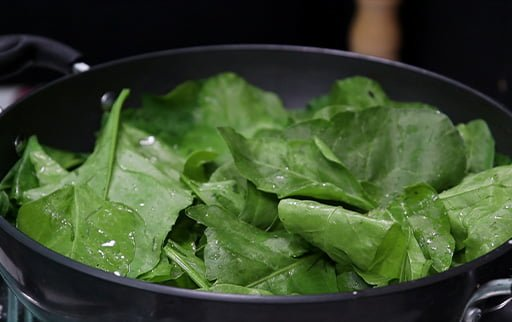 mix-spinach-leaves-to-boil