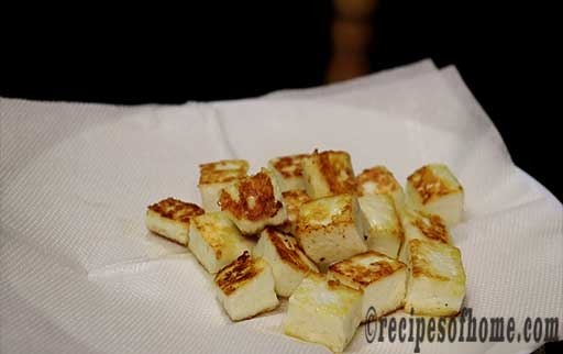 fried paneer cube on kitchen tisue