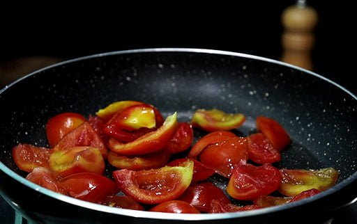 chopped-tomatoes-on-pan