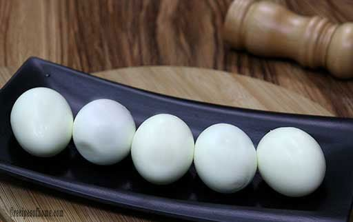 boiled-eggs-on-black-tray