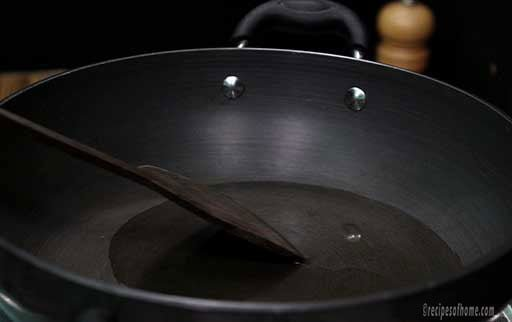 spread-oil-evenly-by-spatula