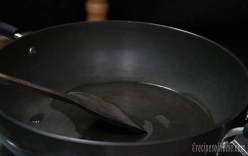 spread-oil-evenly-in-pan