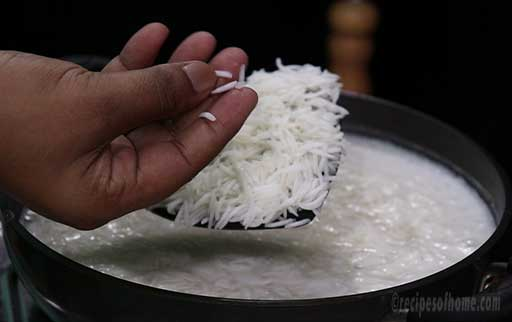 check-the-rice-by-pressing-in-fingures