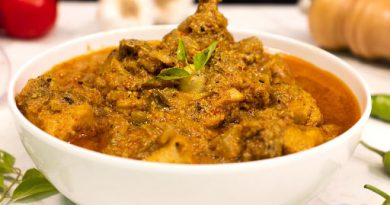 chettinad-chicken-curry-serving-on-white-bowl