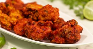 delicious-chicken-pakora-recipe-serve-with-chat-masala-and-lemon-from-top
