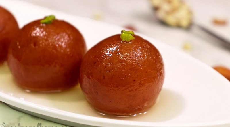 homemade-gulab-jamun-recipe-serve-on-white-plate