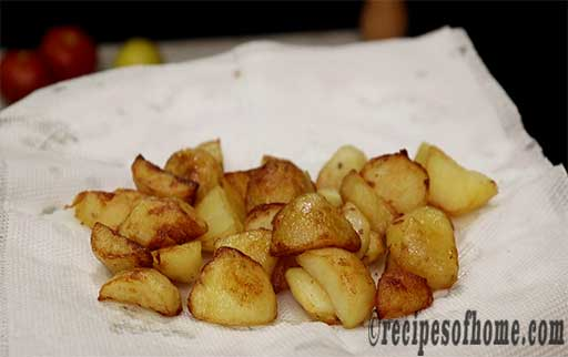transfer fried potatoes in kitchen tissue