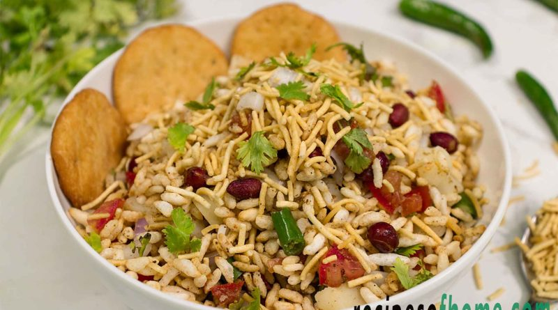 bombay bhel puri recipe serve on white bowl