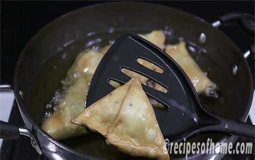 take out fried samosa from kadai