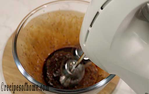 blend the coffee mixture using electric hand mixture