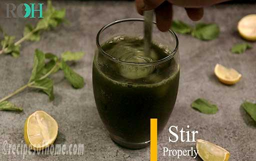 quickly stir mint lemonade mixture